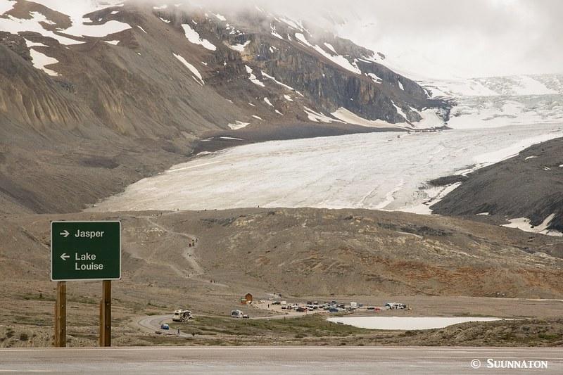 Athabasca Glacier Jasperin kansallispuistossa Kanadan Kalliovuorilla