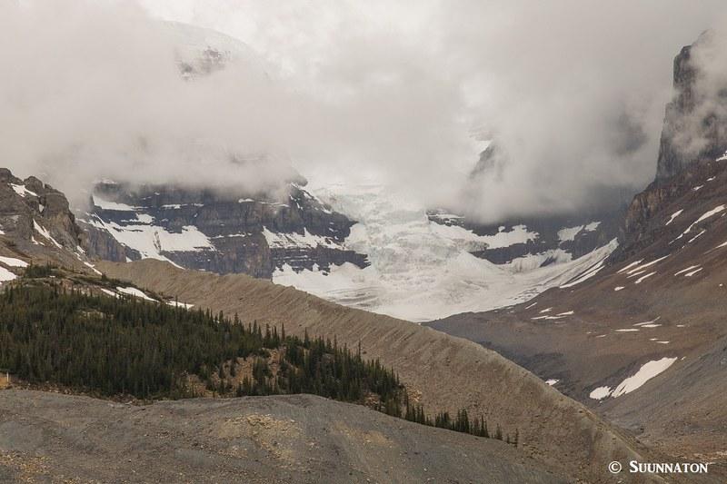 Athabasca Glacier ja Columbia Icefield Jasperin kansallispuistossa Kanadan Kalliovuorilla