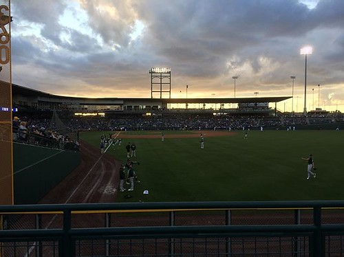 #kvpaz Gorgeous night for a ball game. @Cubs taking on @oaklandas for first game of Cactus League. #SpringTraining #Baseball #MLB