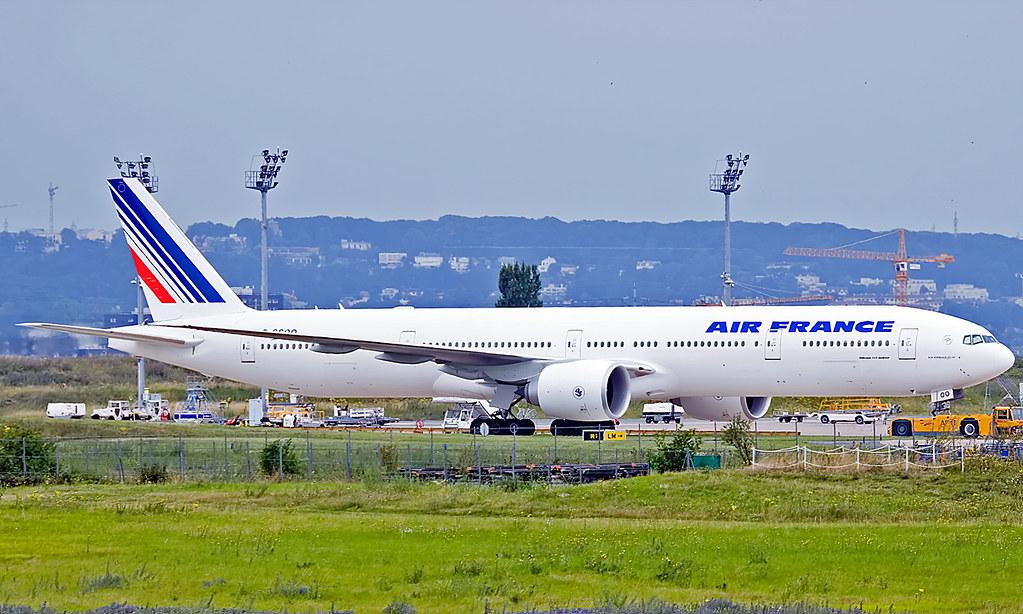 Boeing 777-328ER F-GSQO