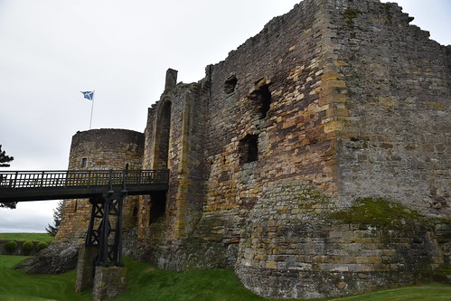 Castles of Scotland: Dirleton