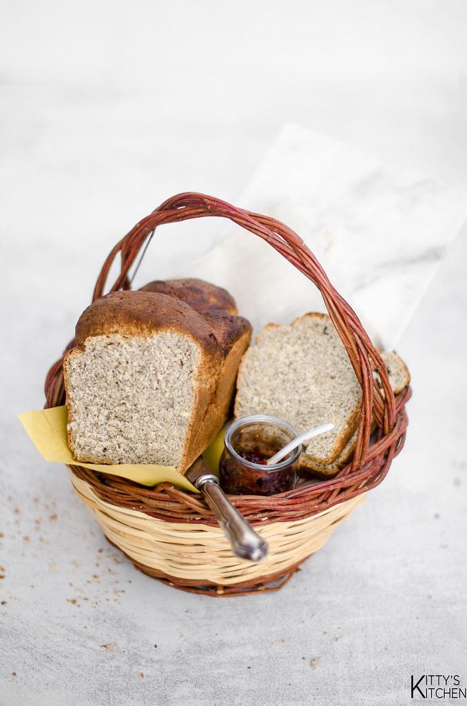 Pane di grano saraceno ai semi di sesamo