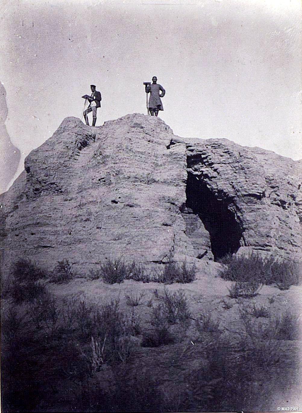 19. Развалины древней столицы Уйгурии Бишбалыка. Остатки башни на западной стене города