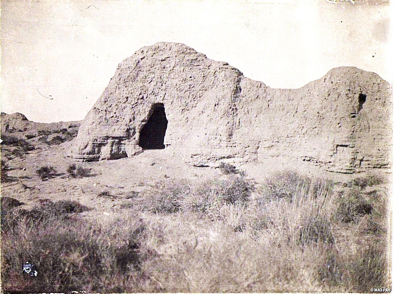 13. Путь от Урумчи до Турфана. Развалины городища в урочище Улан-бай