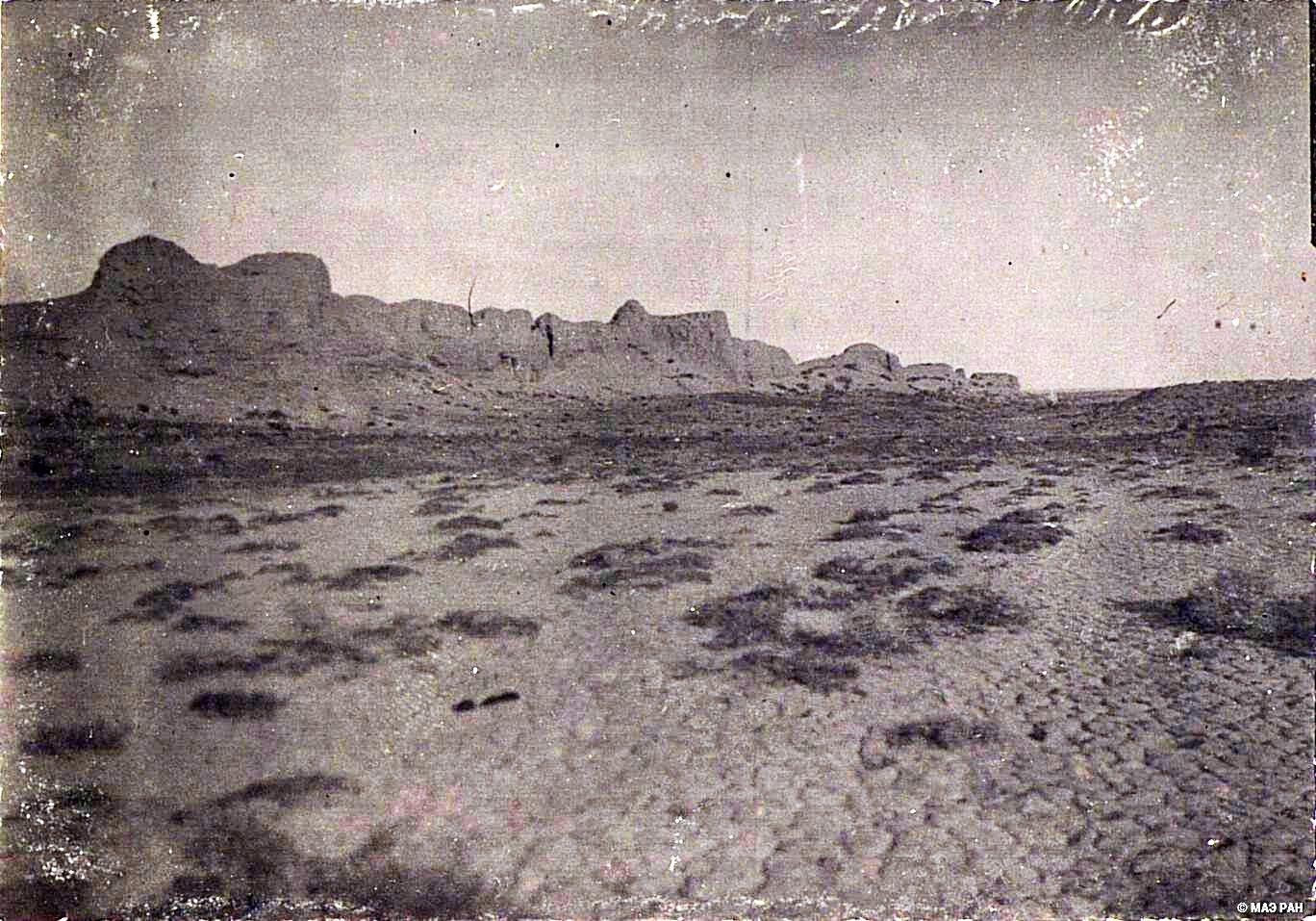 12. Путь от Урумчи до Турфана. Развалины городища в урочище Улан-бай