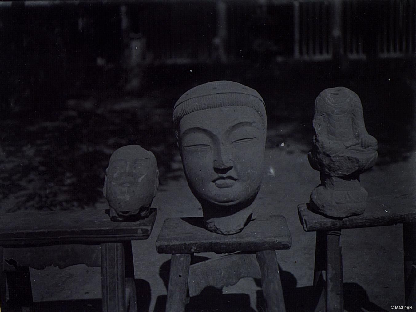 01.  Изображения Будды, найденные близ развалин Бишбалыка.