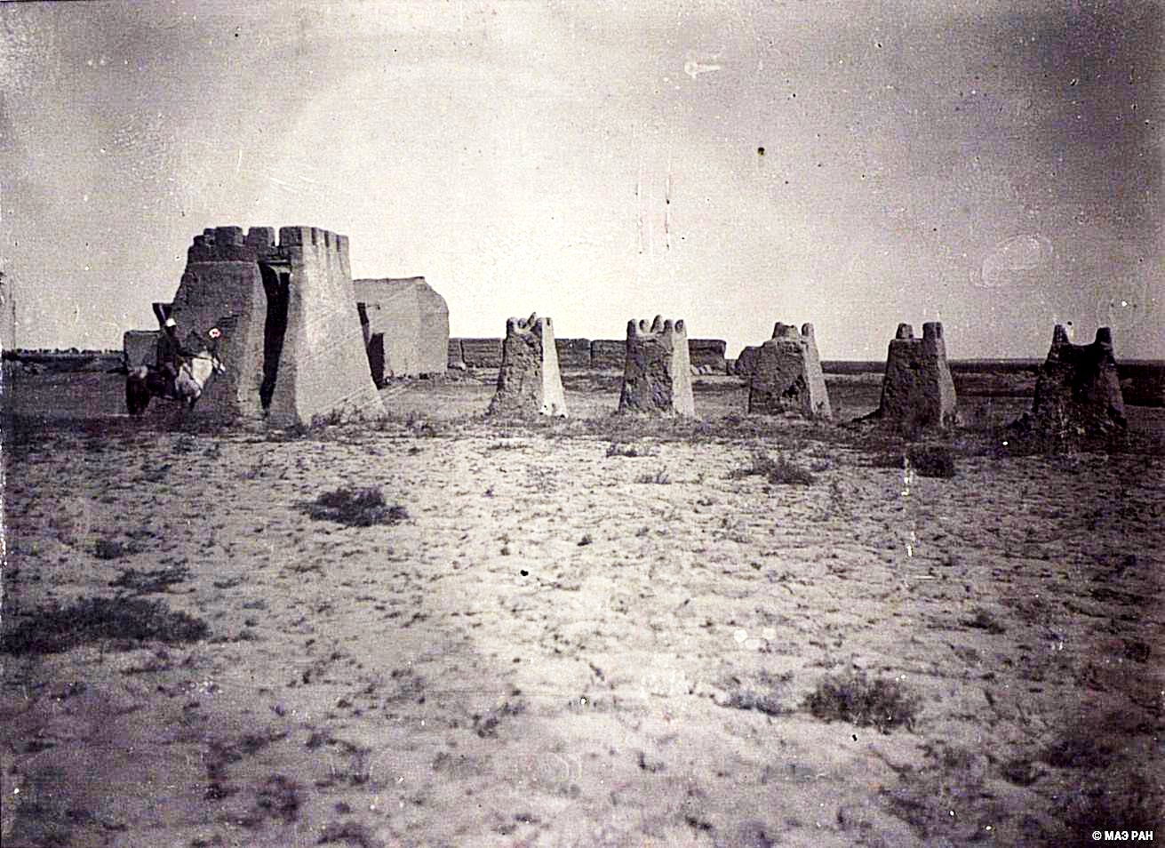 26. Развалины сигнальной башни времен дунганского восстания и его подавления в местечке Сантай