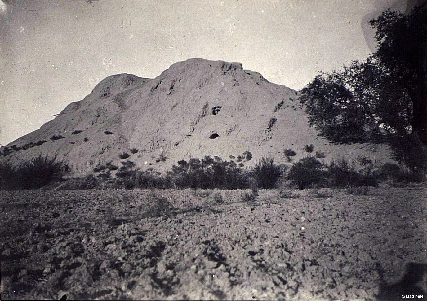 20. Развалины древней столицы Уйгурии Бишбалыка. Развалины монастыря близ городища