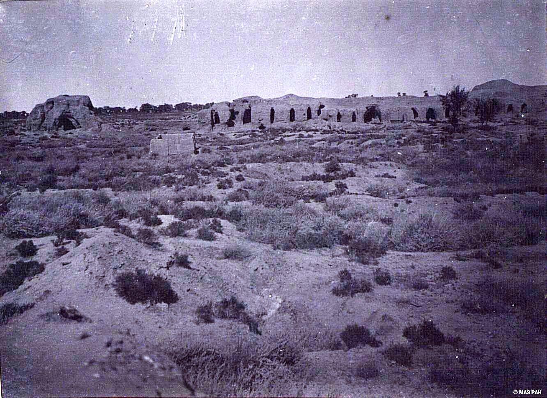 18. Развалины древней столицы Уйгурии Бишбалыка. Общий вид северной стены города