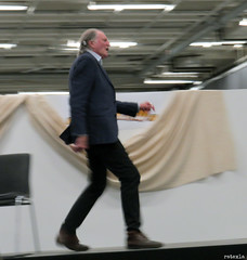 20190224_2 David Bradley demonstrating Filch's running style at SciFiWorld in Gothenburg, Sweden