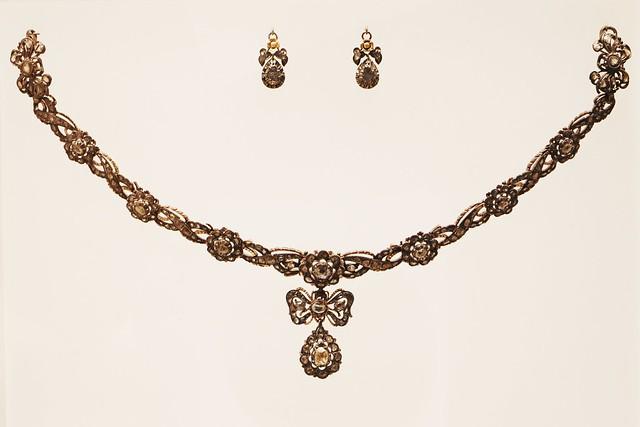 Collana e orecchini (XVII secolo)