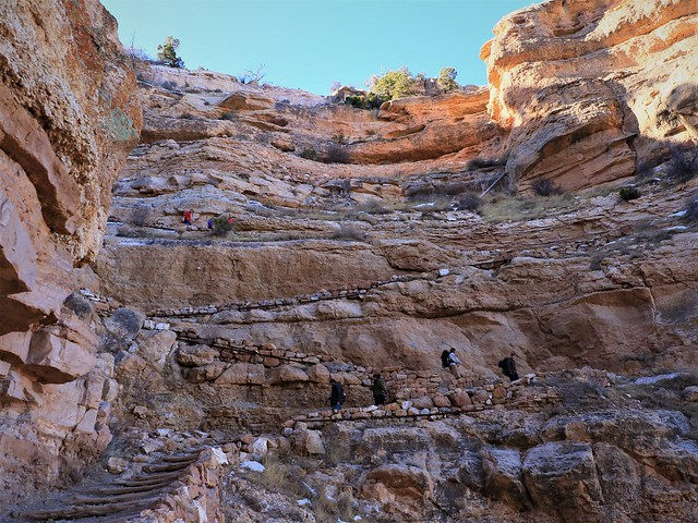 Looking up the Switchback at the Start of Kaibab 7D2_5431