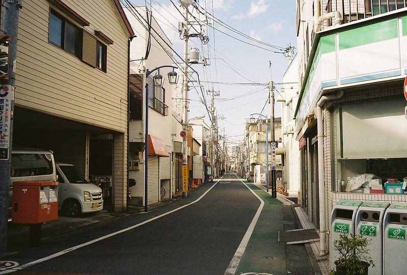 004東京いい道しぶい道西大井のんき通り個人商店が多い街並み