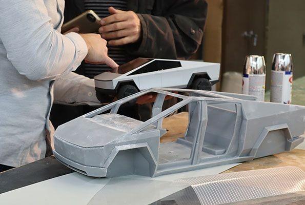 搶先體驗特斯拉電動皮卡車的魅力!風火輪小汽車 Hot Wheels 推出「Tesla Cybertruck」遙控車 1/10、1/64比例(Hot Wheels® R/C Cybertruck)