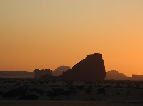 tschad ciad tchad chad afrika afrique africa ennedi sahara sahel rock art paintings engravings petroglyphs gravures gravuren malereien expedition sunset