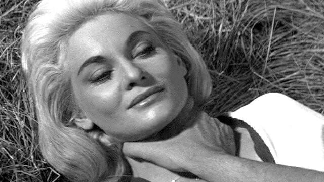 Diane Cilento dans le film Traitement de choc (Val Guest, 1961)