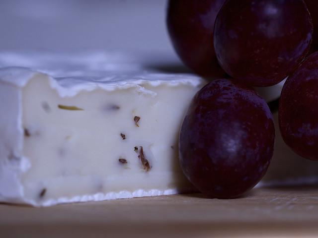 Altenburger Käse und Weintrauben