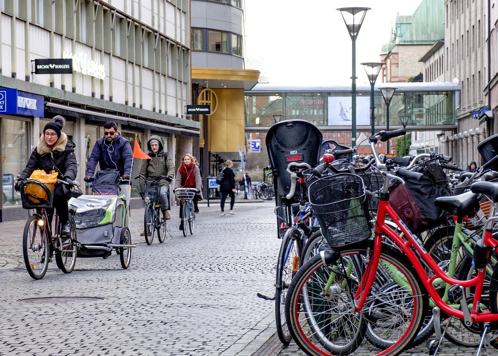 20200224 Cyklister Kalendegatan Malmo 2016