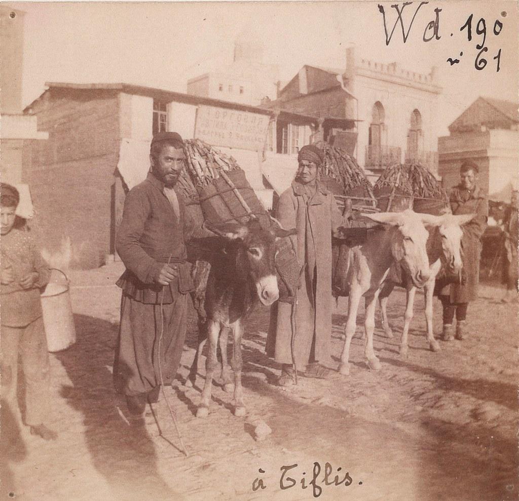 39. Тифлис. Рынок. Торговцы древесным углем