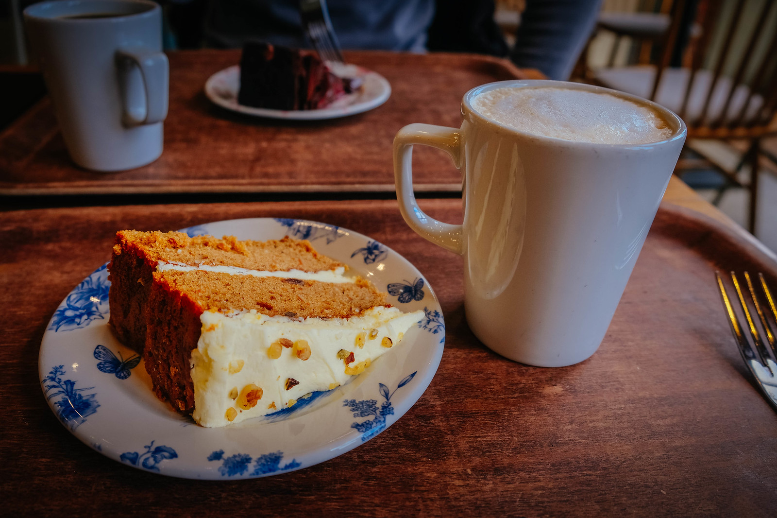 Decaf latte and carrot cake!