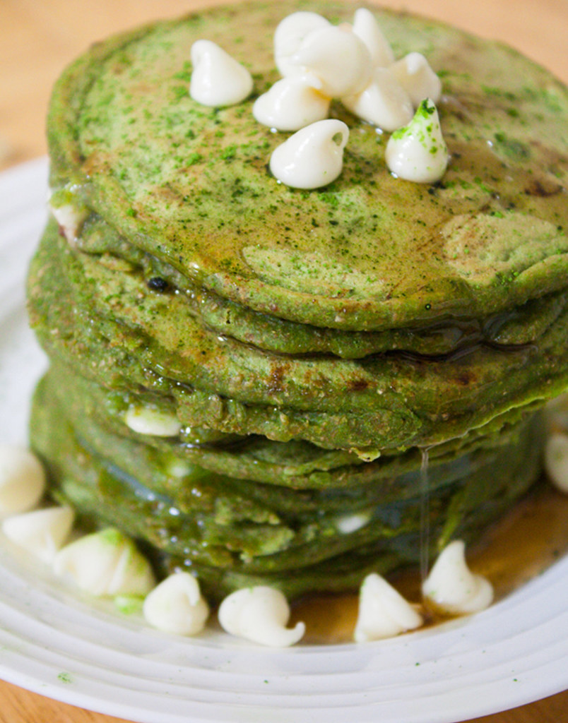 matcha-pancake-with-white-chocolate