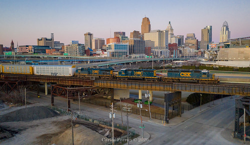 csx train trains emd sd402 q505 locomotive urban downtown cincinnati ohio oh queen city bridge sunset standard cab drone mavic 2 pro railroad rail road