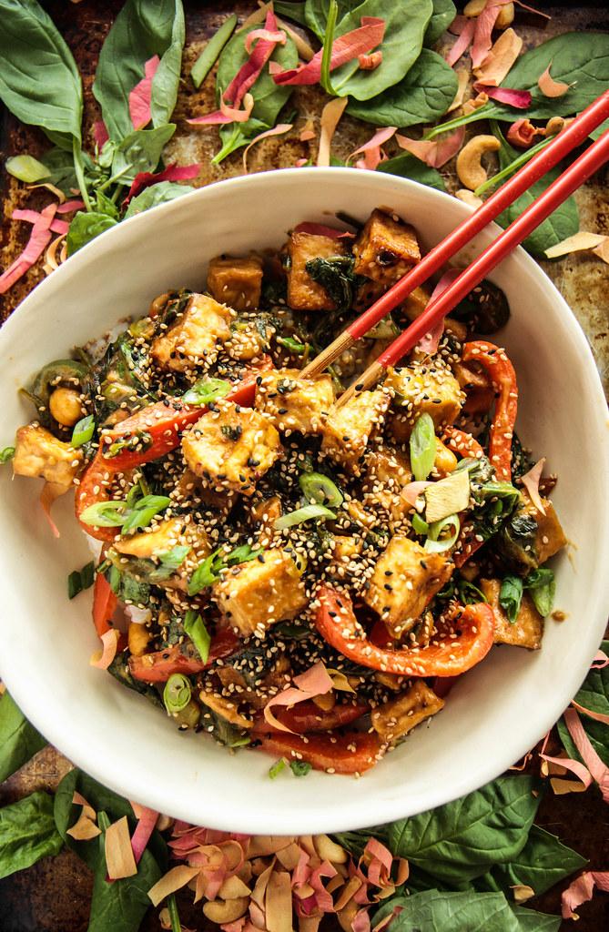 脆豆腐搅拌从HeatherChristo.com鱼苗(素食和无麸质)
