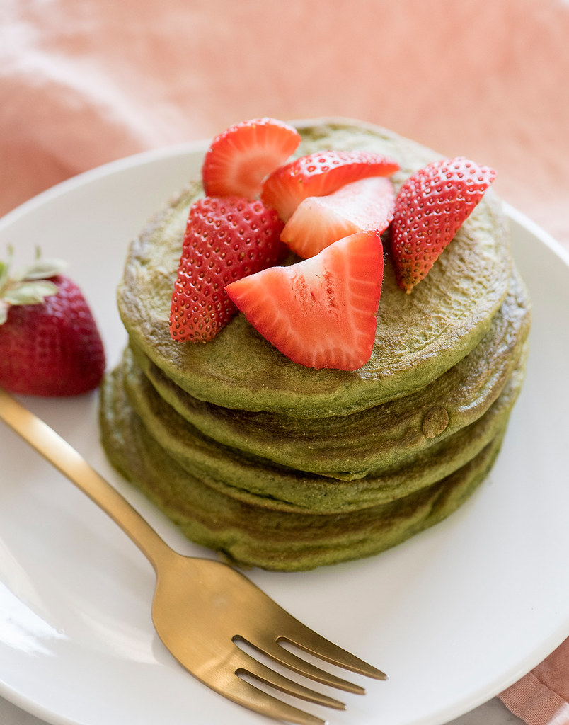 strawberry-matcha-pancake