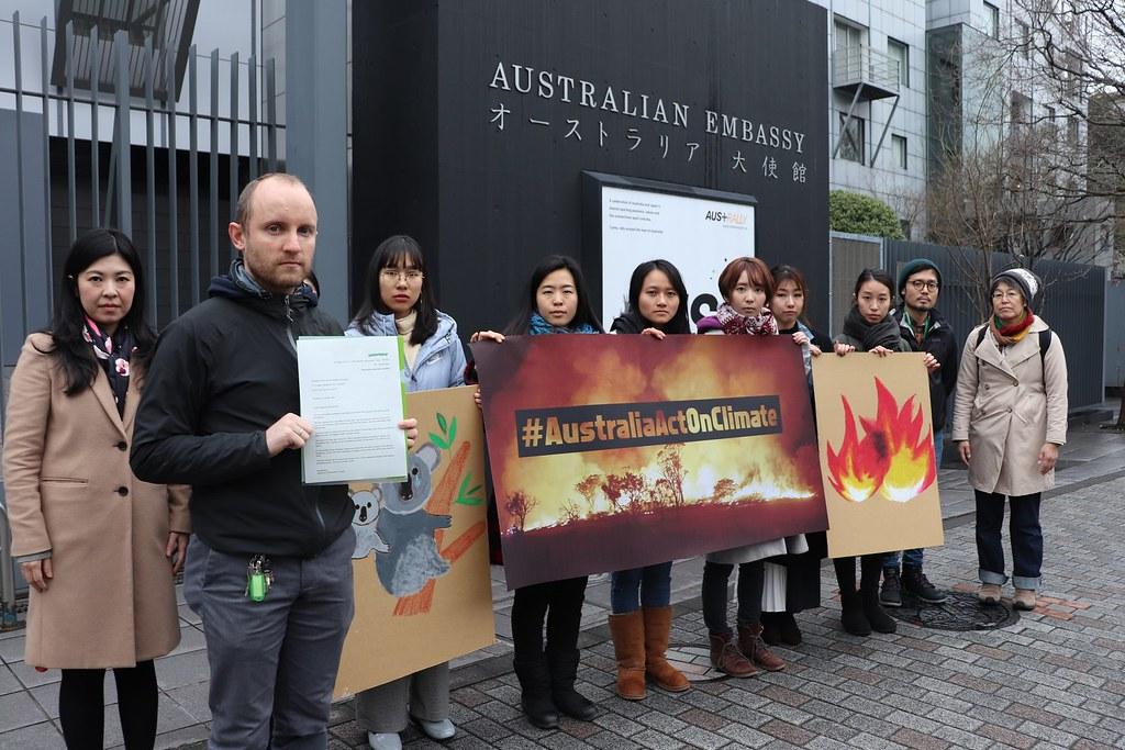 綠色和平在各地澳洲使館前抗議。圖片提供:綠色和平