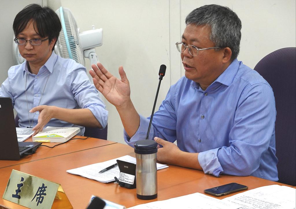 二林精機第五次專案小組初審時,主席吳義林當場承諾「影片未上網就辭職」。資料照,孫文臨攝