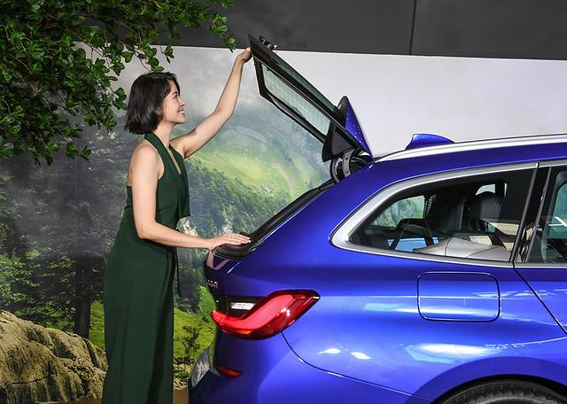 [新聞照片二] 標準配備BMW特有的獨立開啟式後擋玻璃與電動尾門啟閉系統,充分滿足專業戶外玩家的全方位需求