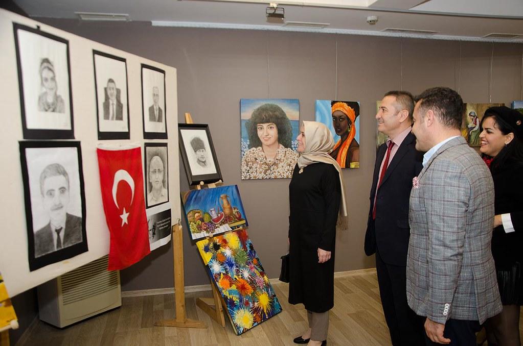 Alanya Belediye Başkanı Adem Murat Yücel,Alanya İlçe Milli Eğitim Müdürü Hüseyin Er sergiyi dolaştı.