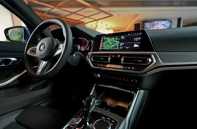 [新聞照片五] iDrive7.0全數位虛擬座艙完美整合12.3吋虛擬數位儀錶以及10.25吋中控觸控螢幕,展現前衛科技座艙氛圍