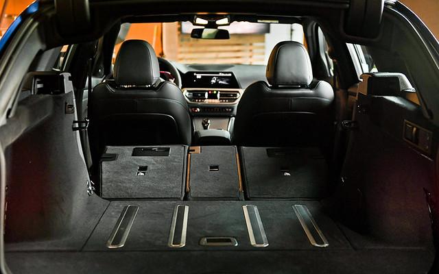 [新聞照片四] 後廂空間在40 20 40分離可傾倒後座椅背全數傾倒之下,行李廂容積可達1,510公升,無論是衝浪板或野營器材均可輕鬆納入車廂