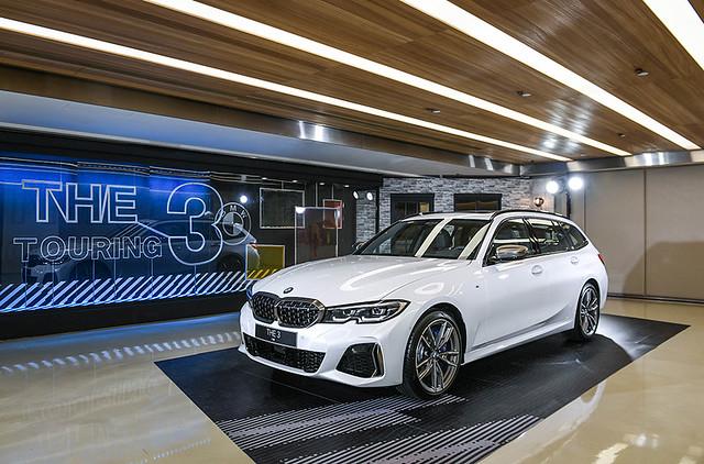 [新聞照片七] 首次出現的BMW M340i xDrive Touring搭載3系列Touring車款有史以來最強勁的3.0升TwinPower Turbo直列6汽缸汽油引擎,創造出BMW M340i xDrive Touring熱血過人的操駕感受
