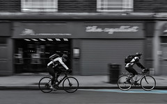 The cyclist(s) (mono/selective colour)