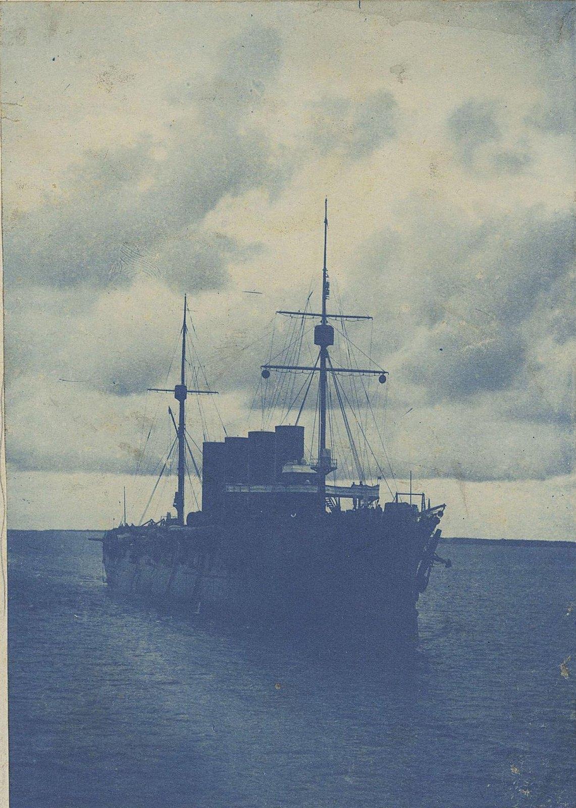 10. Крейсер в море