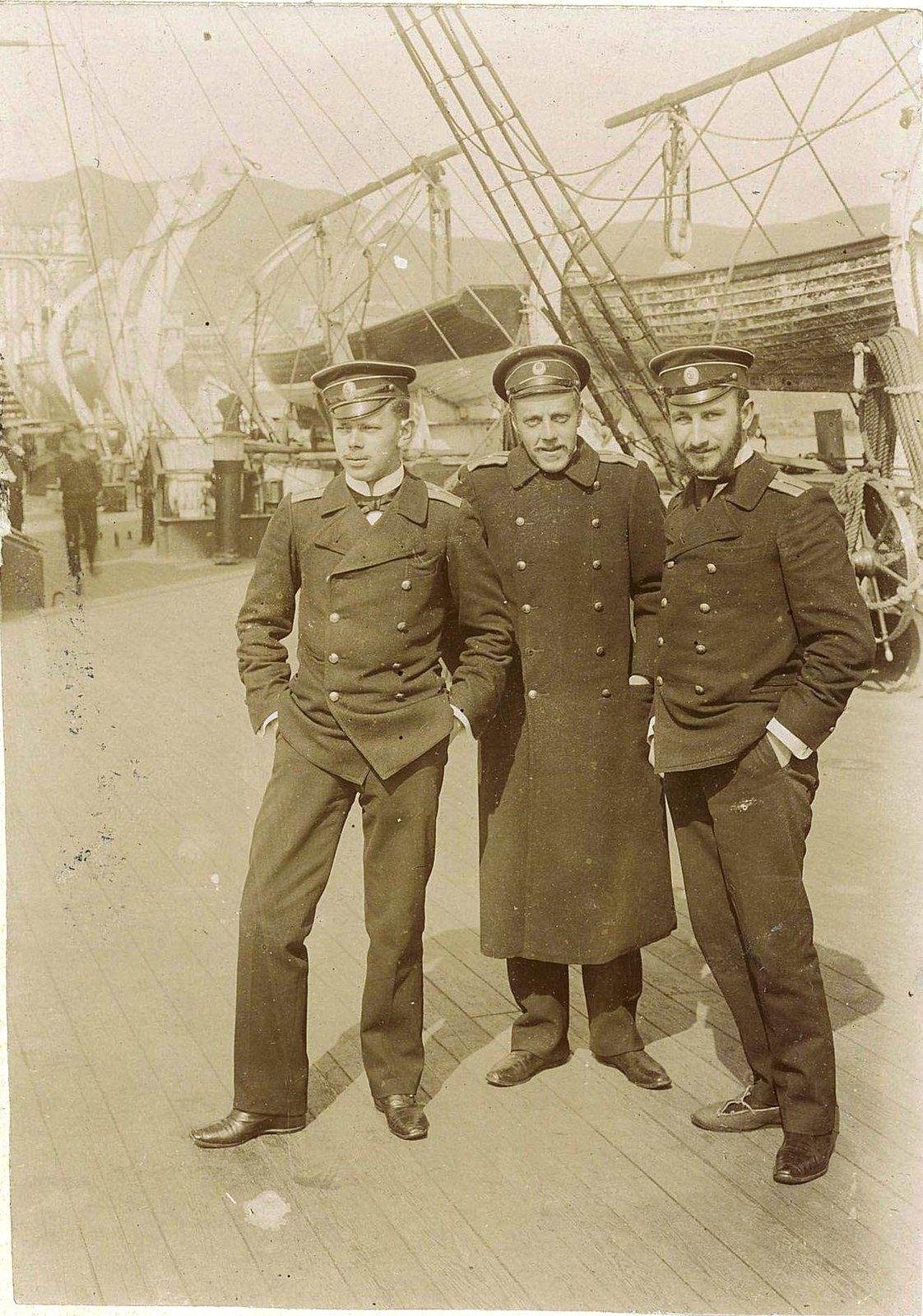 01. Три офицера.