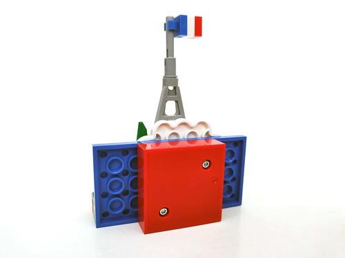 LEGO Eiffel Tower Magnet Build (854011)