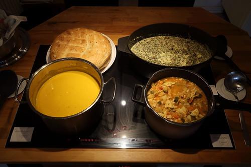 Suppenbuffet (Grünkohl-Champignon-Eintopf, Italienische Minestrone, Vegane Kürbissuppe und Fladenbrot)