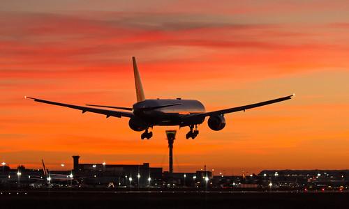 evaair b16706 boeing 77735eer b777 b77w 777 heathrowairport heathrow lhr egll tpe rctp bkk vtbs br067 eva67 sunset aviation avgeek aviationphotography planespotting