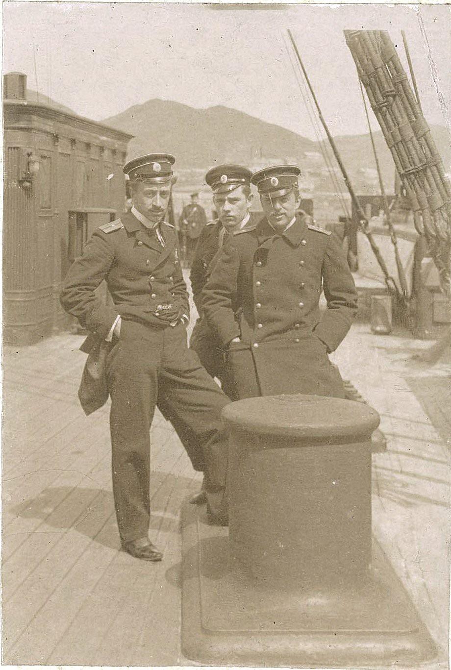 02. Три офицера