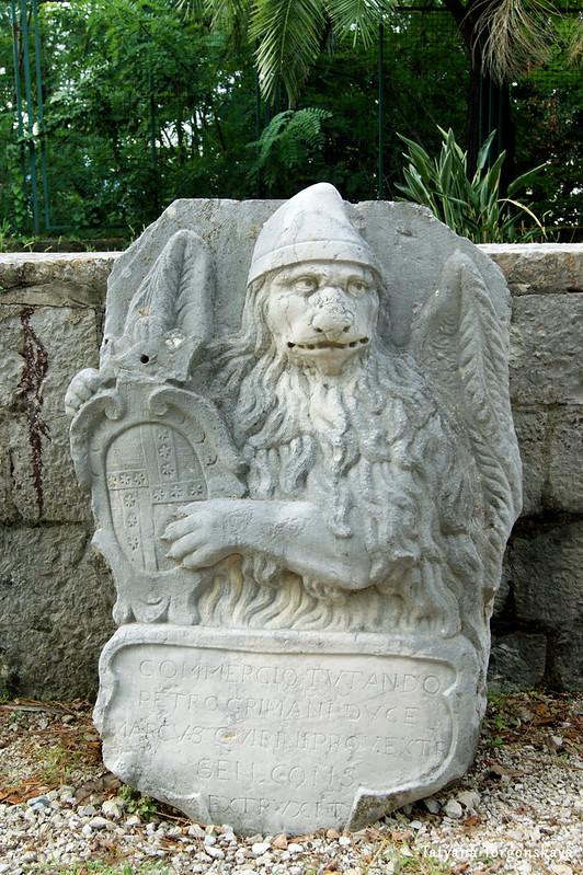 Рельеф в саду городского музея Херцег Нови