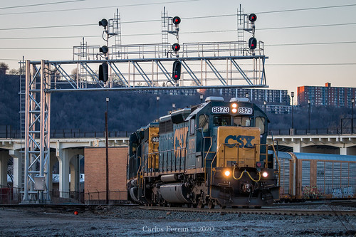 emd sd402 train trains locomotive q505 railroad railway queensgate yard cincinnati ohio oh urban signal signals sunset blue hour