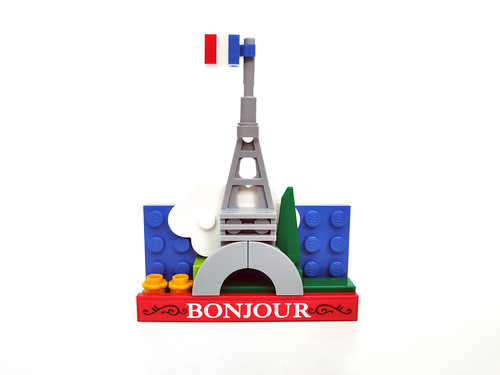 LEGO Eiffel Tower Magnet Build (854011)