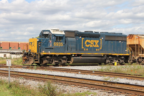 csx6935emdgp402diesellocomotive csx 6935 emd gp402 diesel locomotive roadswitcher robertwwillafordrailroadmuseum historicdowntownplantcity historicdistrict cityofplantcity hillsboroughcounty florida usa prout geraldwayneprout canon canoneos60d eos 60d digital dslr camera canonlensefs18135mmf3556is lens efs18135mmf3556is photographed photography vehicle transportation passenger amtrakrail service robertwwillaford railroad railway train trains track historic museum downtown plant city hillsborough county stateofflorida