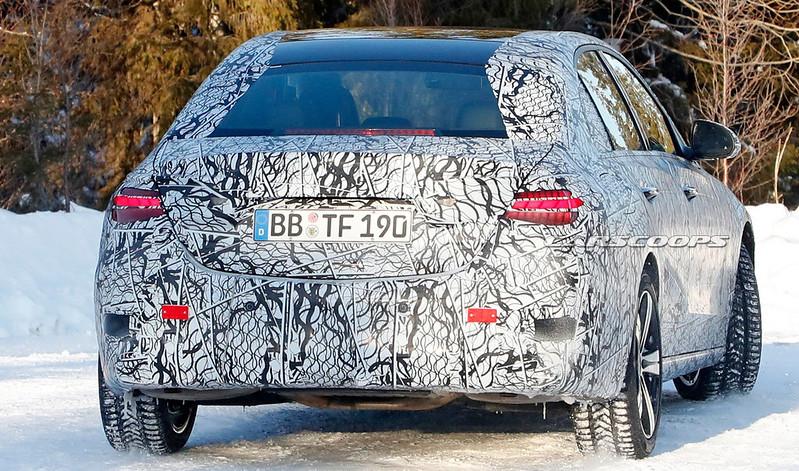 2021-Mercedes-C-Class-AMG-14