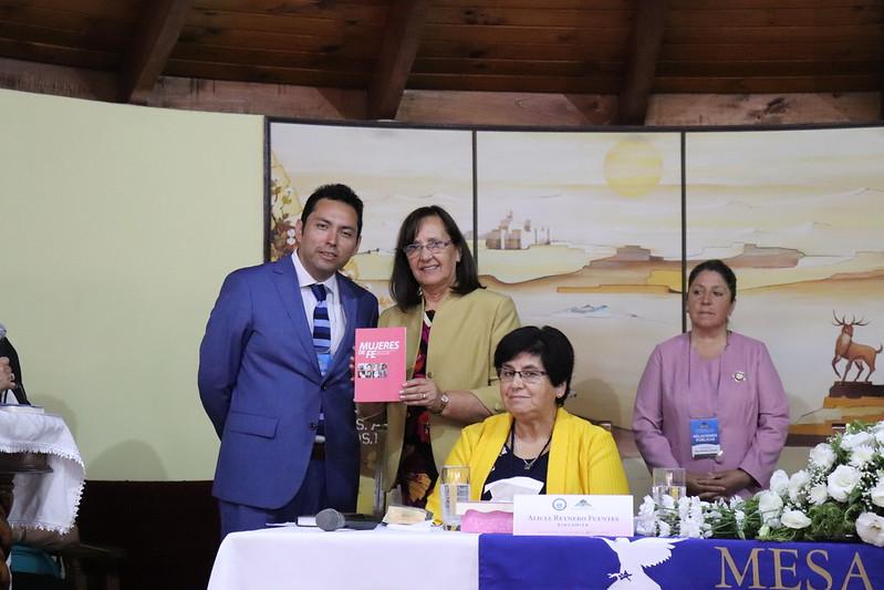 """Presentación de libro """"Mujeres de fe"""" en Sesión de Pastoras."""