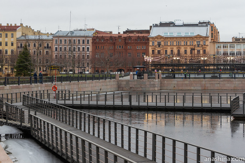 Вид из Новой Голландии в сторону набережной Адмиралтейского канала, Санкт-Петербург