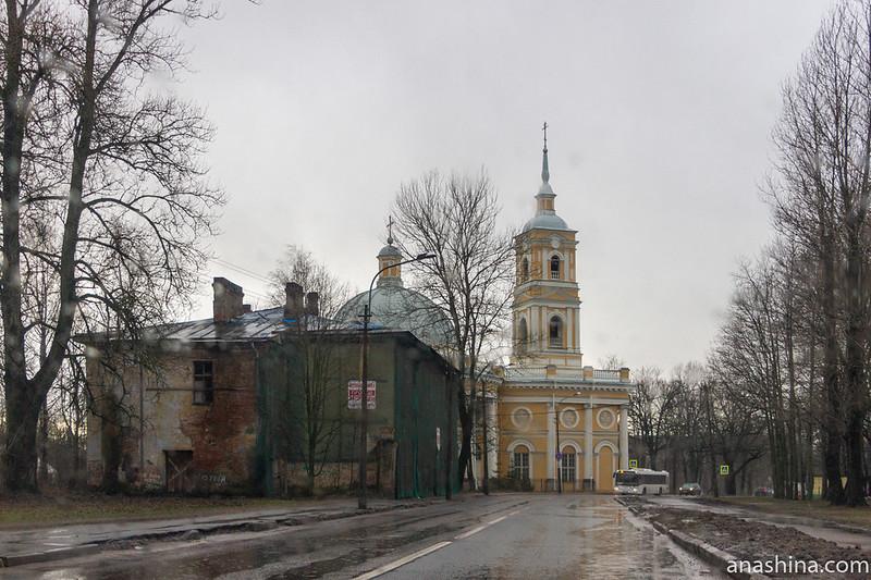 Церковь Илии Пророка на Пороховых и бывшая Офицерская казарма служителей Охтинского порохового завода